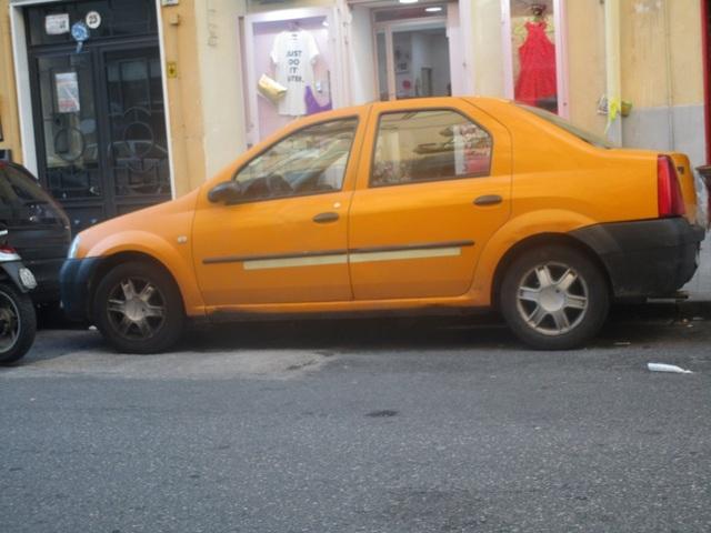 Avvistamenti auto dai colori particolari IMG_2195_FILEminimizer