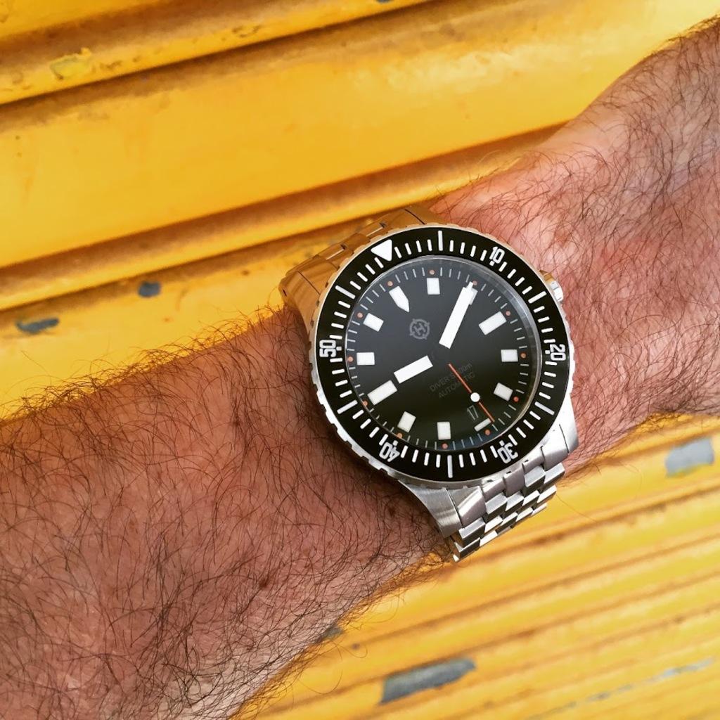 Helm Watches Qv_Ea_QP8pqm075_CI8a_Kxj9q_UJOH_3_ONo_Ajyc_L0ph8_R8_w_Qs_BD
