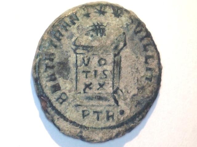 AE3 Constantino I Magno. BEATA TRANQVILLITAS - VO / TIS / XX. Ceca Tréveri. Image