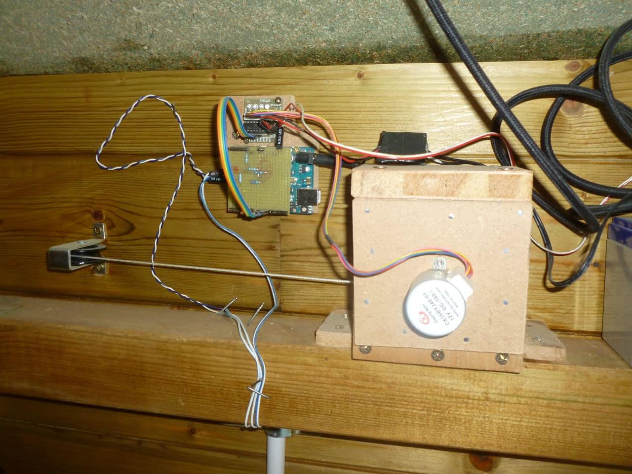 Porte automatique autonome de mon poulailler (sur panneau solaire) P1070734