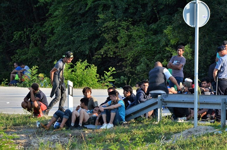 Izbjeglice Potukle_se_izbjeglice_u_Velikoj_Kladu_i_pa_i_no_evima_o_egli_nep