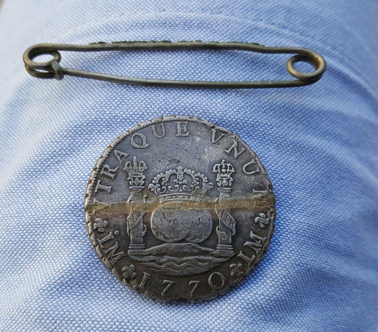 8 Reales 1770. Carlos III. Lima. Usado como broche. 20160607_231603_1
