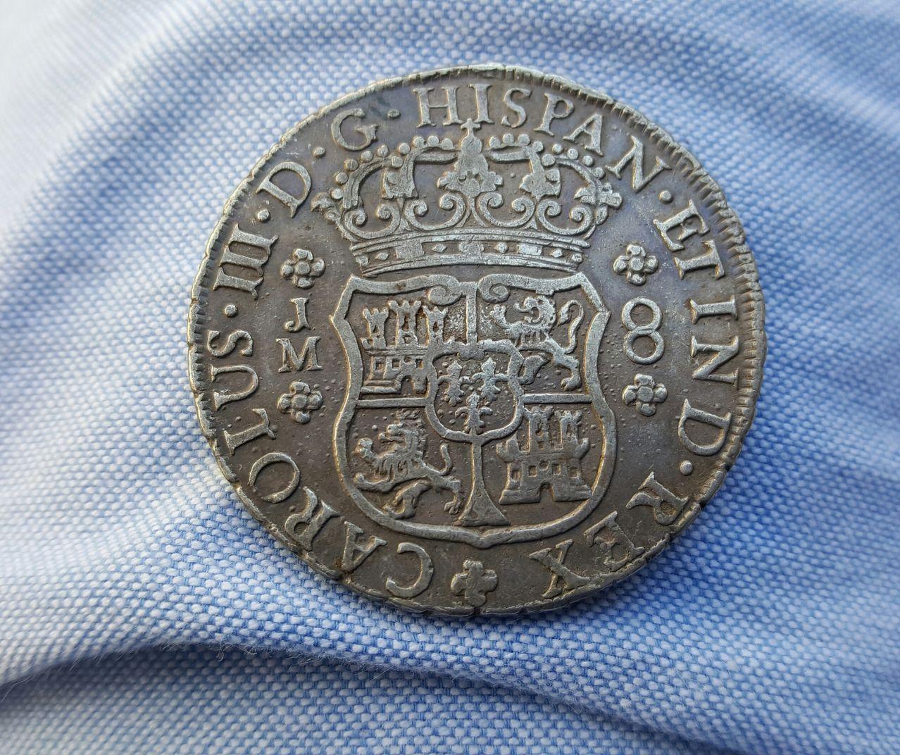 8 Reales 1770. Carlos III. Lima. Usado como broche. 20160607_191607_1