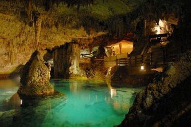 Pećine Grotto_bay_beach_resort_photo8_baileys_bay_bermu