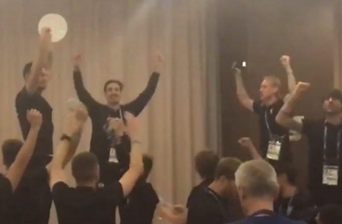 Svjetsko nogometno prvenstvo 2018. - Page 4 Igra_i_u_restoranu