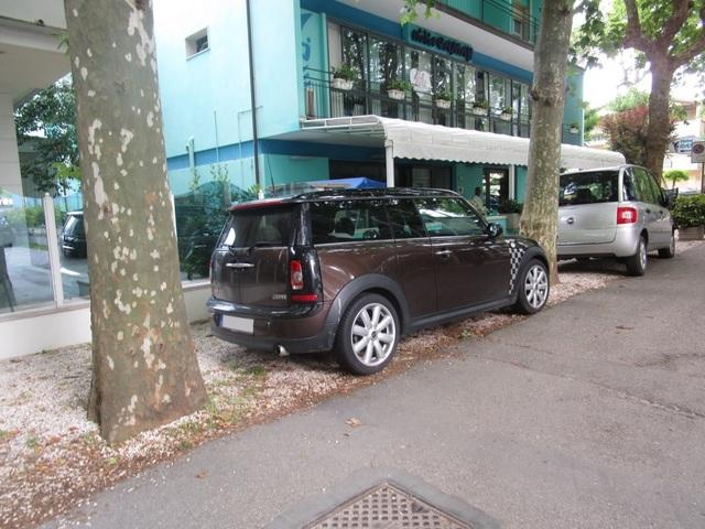 Avvistamenti auto rare non ancora d'epoca IMG_2297_FILEminimizer