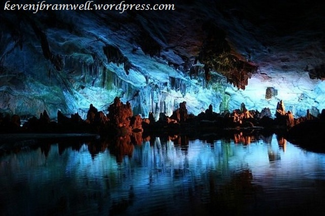 Pećine - Page 3 Glowworm_caves_in_waitomo_new_zealand