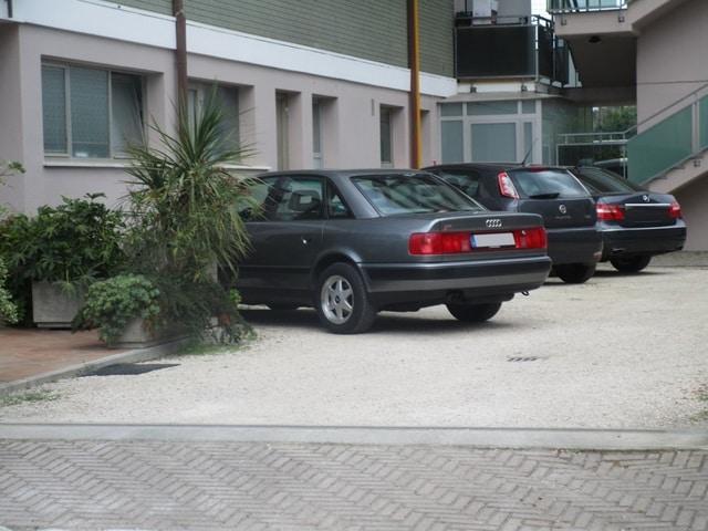 Avvistamenti auto rare non ancora d'epoca IMG_2285_FILEminimizer