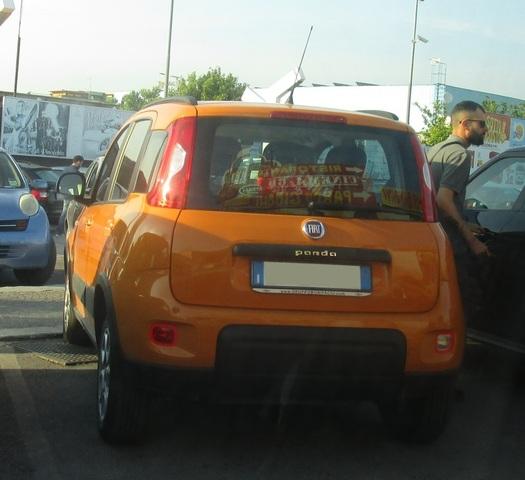 Avvistamenti auto dai colori particolari IMG_2148_FILEminimizer