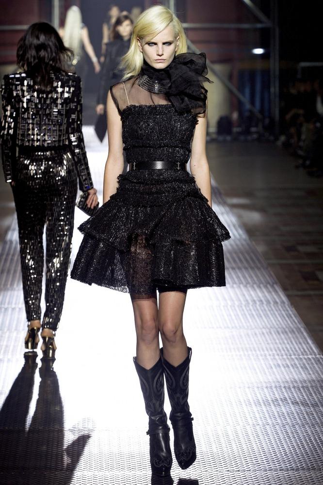 Гардероб наших леді в колекціях fashion дизайнерів - Страница 3 3fe31c1c0231556f0b276c05069e403f