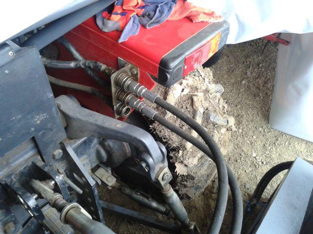Traktori  Antonio Carraro opća tema  Namescena-konzola-za-3-hidravlicne-spojke