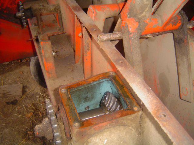 Preša Vazzolar-njen remont Odprl-se-je-kotni-reduktor-pregled-stanja-zobnikov-in-menjava-olij