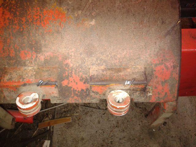 Preša Vazzolar-njen remont Vodilne-plastike-balirne-vrvice-imajo-zajedo-od-vrvice-zato-se-bodo-obrnile