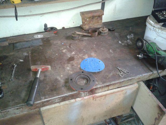 Preša Vazzolar-njen remont Izdelava-tesnil-za-pokrov-na-reduktorju
