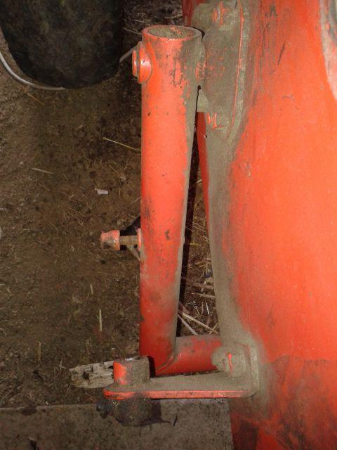 Preša Vazzolar-njen remont Pusa-za-odmik-varovalnega-mehanizma-vezalnih-igel-se-je-iztrosila-naredila-se-bo-nova