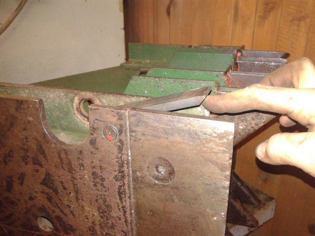 Preša Vazzolar-njen remont Sprednji-levi-cistilec-izdelan