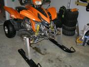Skidor på en quad ATV P2264599