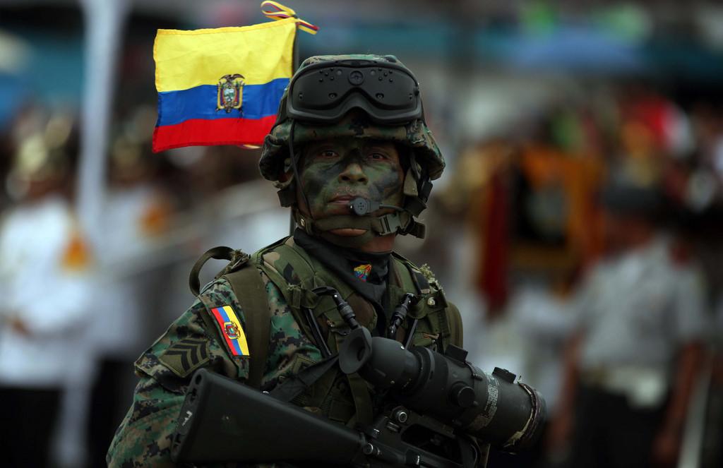 Armée Equatorienne/Fuerzas Armadas del Ecuador - Page 4 0_8