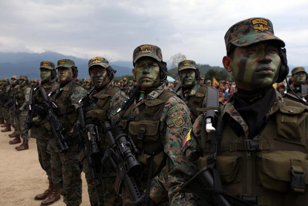 Armée Equatorienne/Fuerzas Armadas del Ecuador - Page 4 0_6