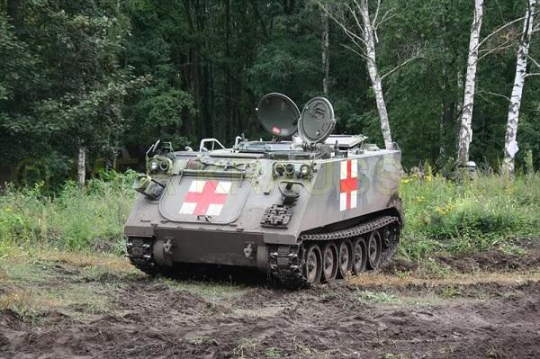 الجزائر تطلب ال«Kornet-EM» لعربات النمر المدرعة - صفحة 3 M113_A1_B_Amb_Ambulance