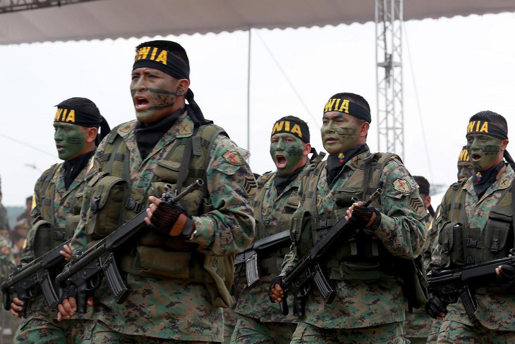 Armée Equatorienne/Fuerzas Armadas del Ecuador - Page 4 0_13