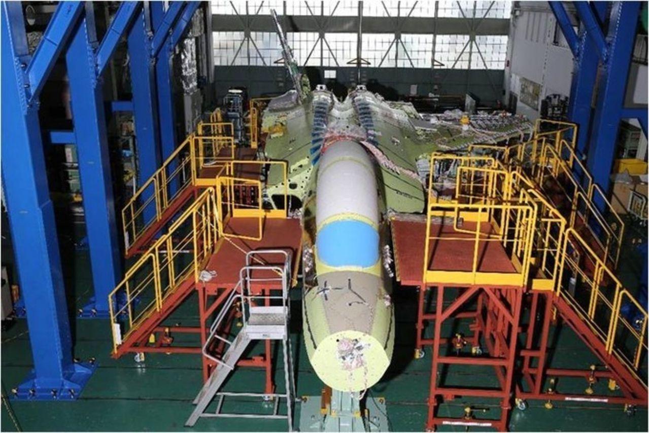 Mitsubishi ATD-X Shinshin ( prototipo de avión de combate de quinta generación ) Mitsubishi_ATD_X_Shin_Shin_Under_contruction