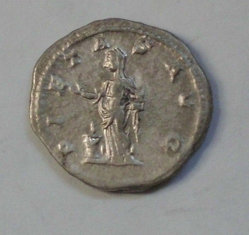 Antoniniano de Julia Maesa. PIETAS AVG. Pietas estante a izq. Ceca Roma. CIMG2962