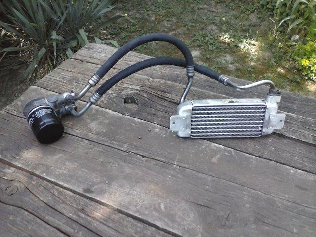 Hladnjak ulja, pregrade u karteru i druga resenja za bolje podmazivanje motora CAM02305