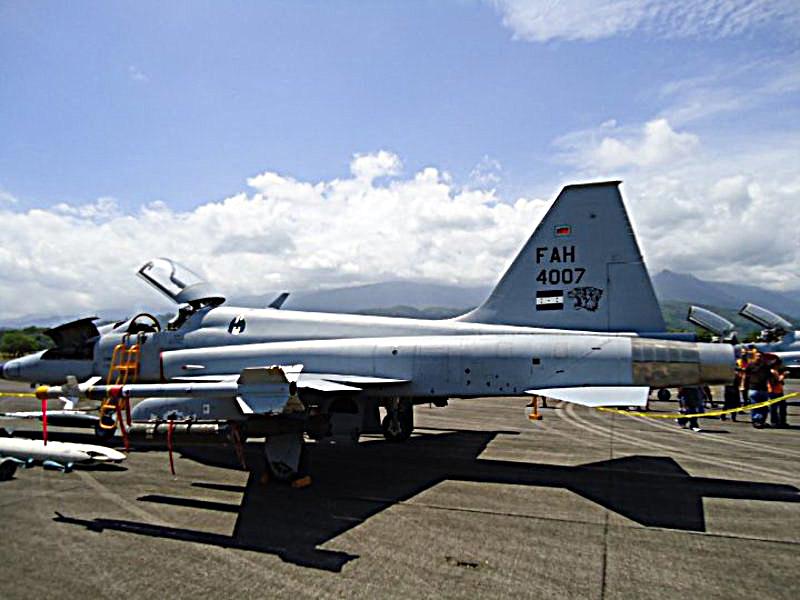 Honduras: Aprueban convenio para repotenciar aviones de la FAH. 4226_1232666394