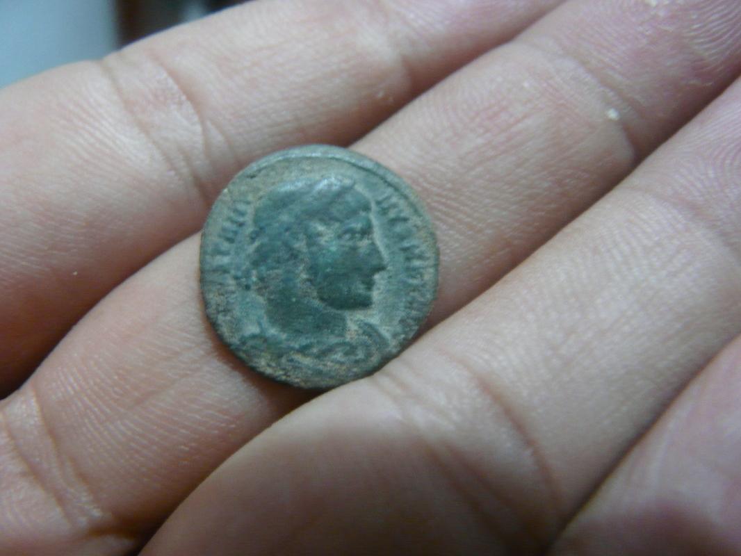 AE3 de Constantino I P1750281