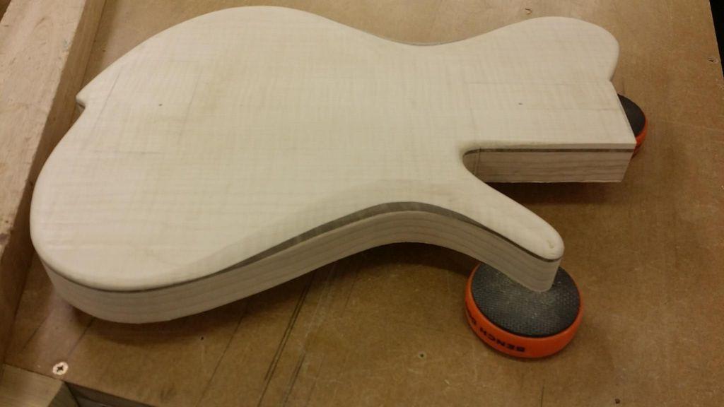 Construção caseira (amadora)- Bass Single cut 5 strings - Página 2 11734073_10153523647404874_1240253360_o