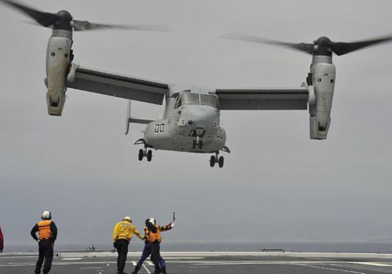 "LPD Hyuga (DDH-181) el ""Destructor""-Portaaviones Japonés (Època Actual) MV_22_Osprey_Lands_on_JMSDF_Helicopter_Destroyer"