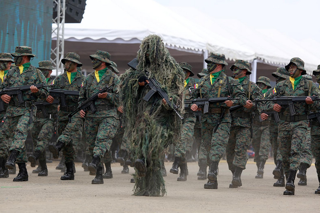 Armée Equatorienne/Fuerzas Armadas del Ecuador - Page 4 0_22
