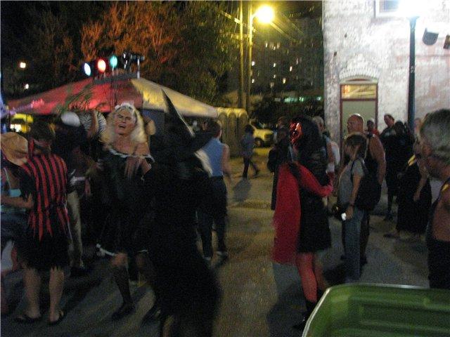 Halloween in LA - Page 2 27727df89821