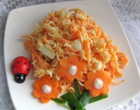Морковный салат с вермишелью  4551e3a081b7