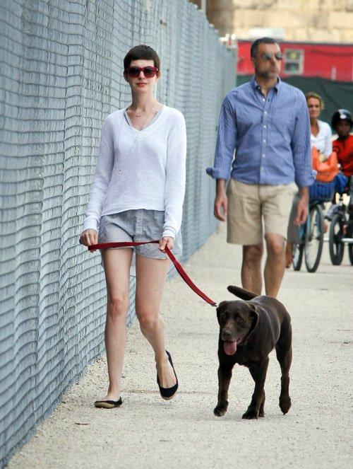 Anne Hathaway/Энн Хэтэуэй - Страница 4 C025f8b14ead