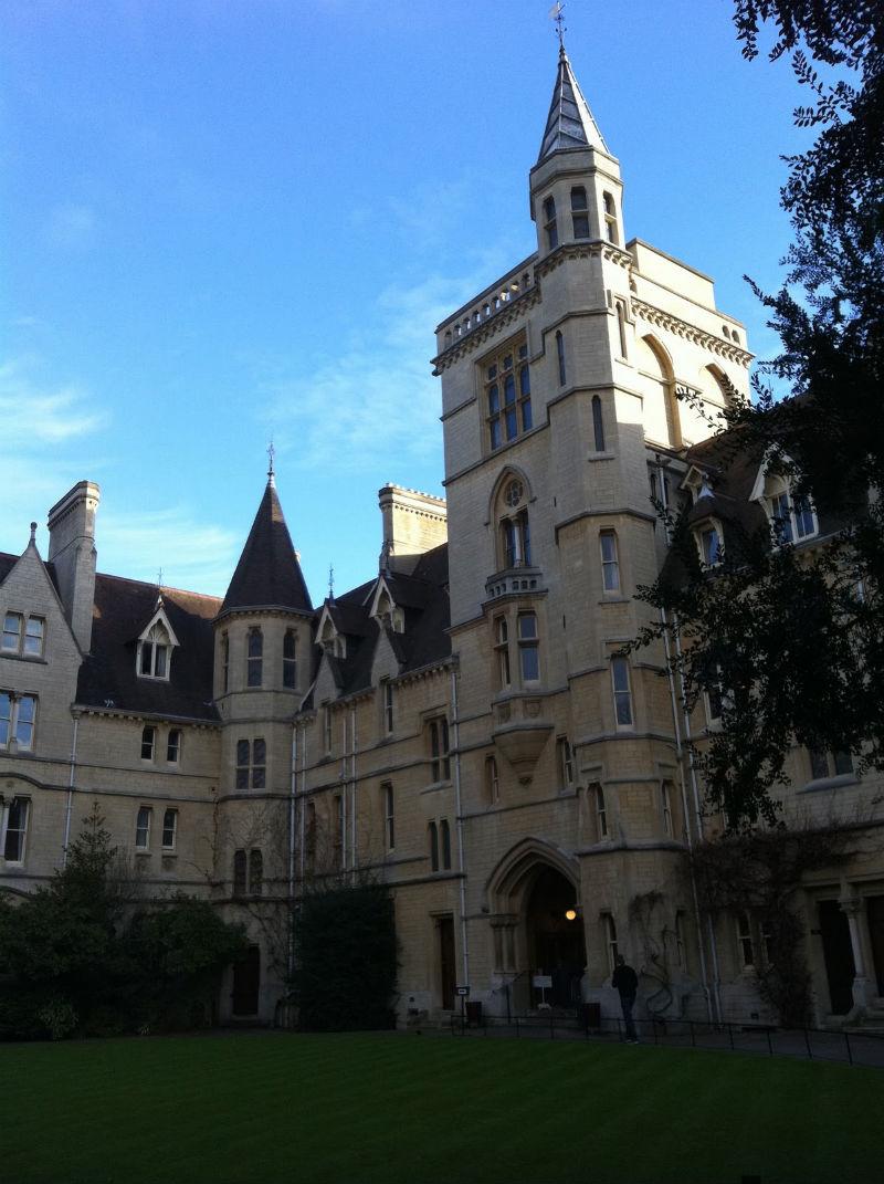 Самые красивые и известные высшие учебные заведения мира 6a31d4d436de