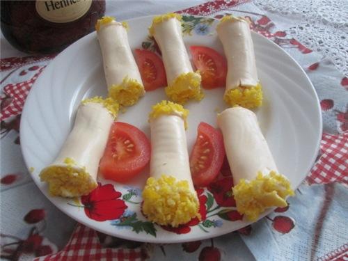 Закусочные сырные рулетики 1afbe29b6172