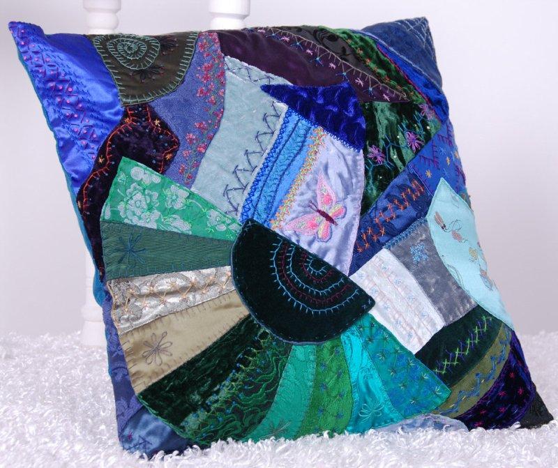 Потрясающие рукодельные декоративные подушки 310b27f4915f