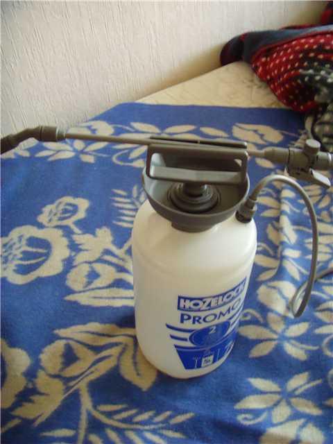 Удобное устройство для полива растений сверху. 7abc6fde4ed2