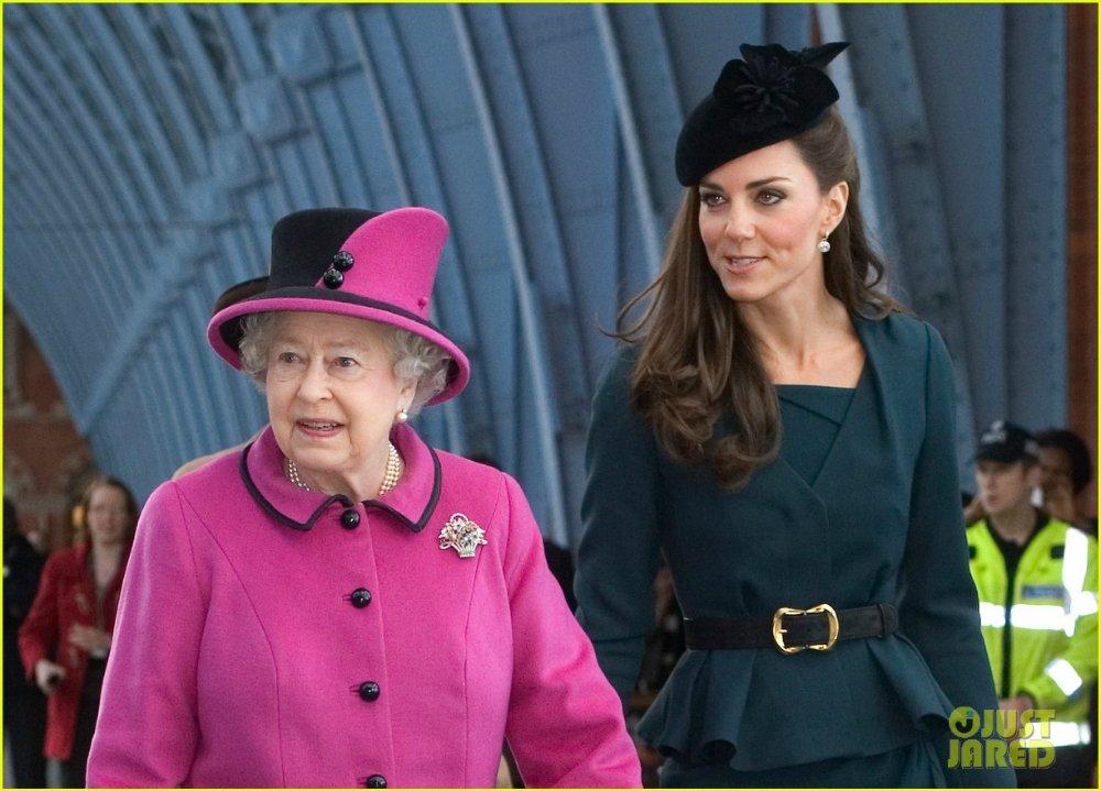 Королевские семьи - Страница 6 E274f40edfb5