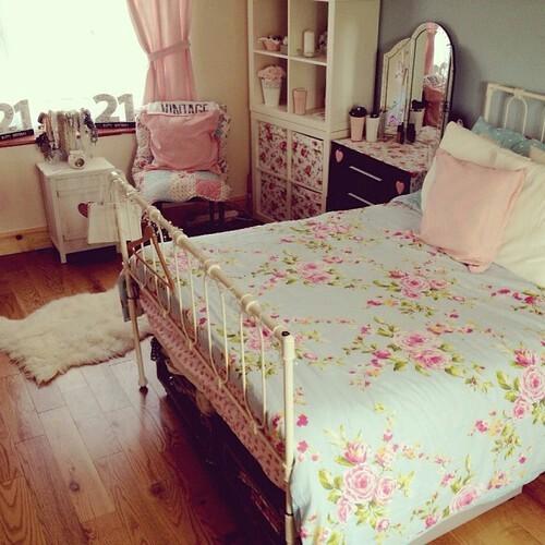غرف نوم رائعة Beautiful-bed-room-colors-flowers-Favim.com-2156355