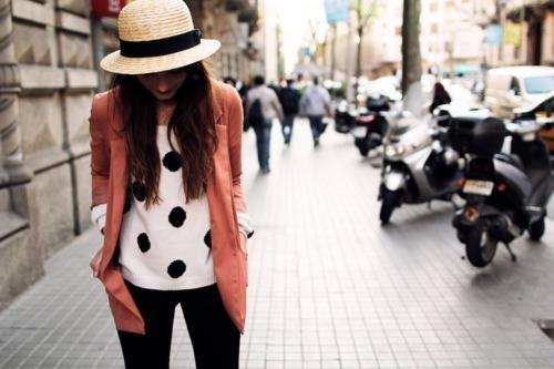 قبعات بنات روعة  Black-amp-white-brunette-classy-coral-Favim.com-527960