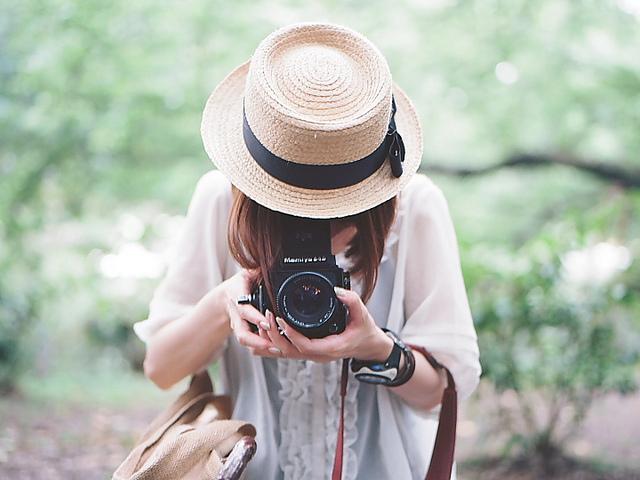 قبعات بنات روعة  Camera-fashion-girl-hat-Favim.com-533082