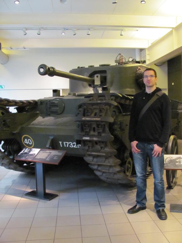 Slike: Imperial War Museum v Londonu (POZOR: VELIKE SLIKE) Churchill_Mark_VII_infantry_tank_2