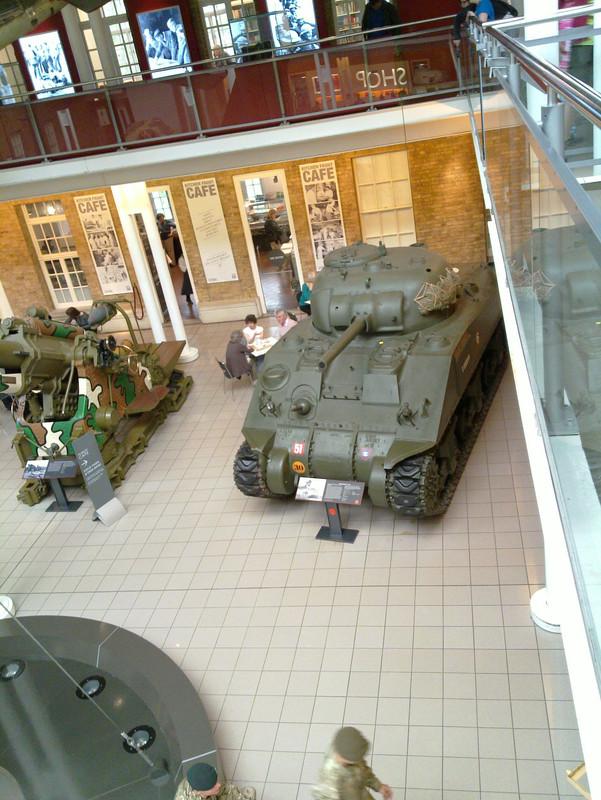 Slike: Imperial War Museum v Londonu (POZOR: VELIKE SLIKE) M4_A4_Sherman_V_tank_7