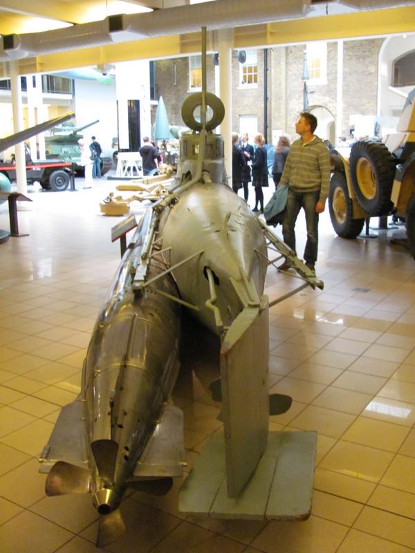 Slike: Imperial War Museum v Londonu (POZOR: VELIKE SLIKE) Podmornica_za_1_osebo_1