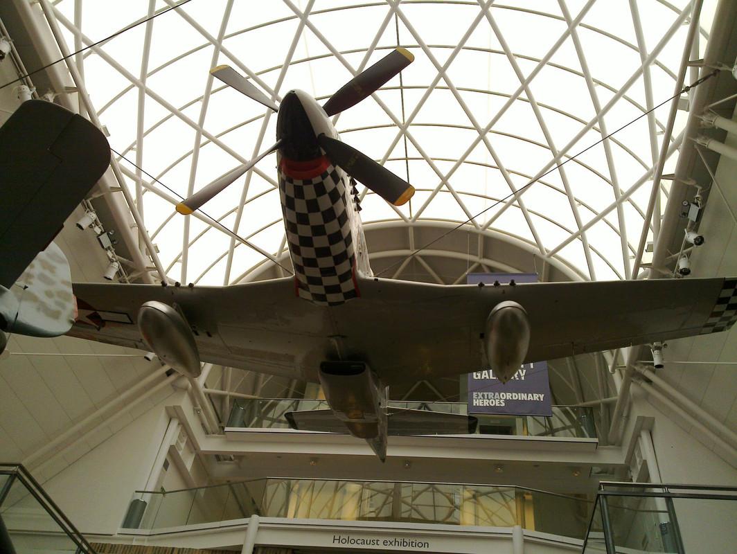 Slike: Imperial War Museum v Londonu (POZOR: VELIKE SLIKE) North_American_P51_D_Mustang_1
