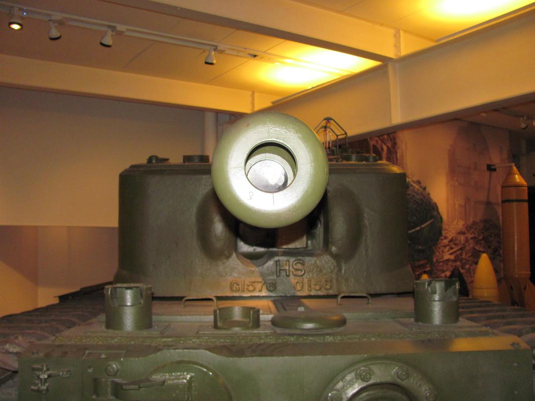 Slike: Imperial War Museum v Londonu (POZOR: VELIKE SLIKE) Churchill_Mark_VII_infantry_tank_4