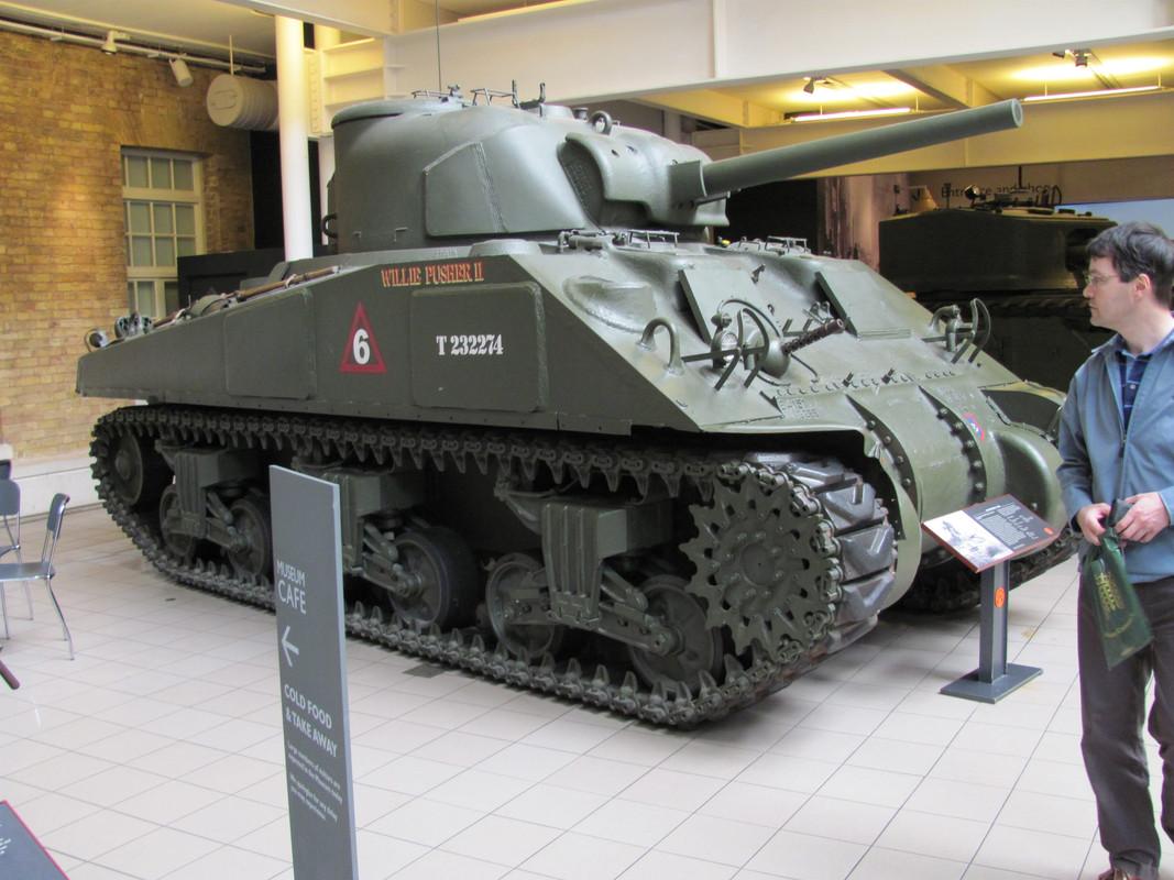 Slike: Imperial War Museum v Londonu (POZOR: VELIKE SLIKE) M4_A4_Sherman_V_tank_1